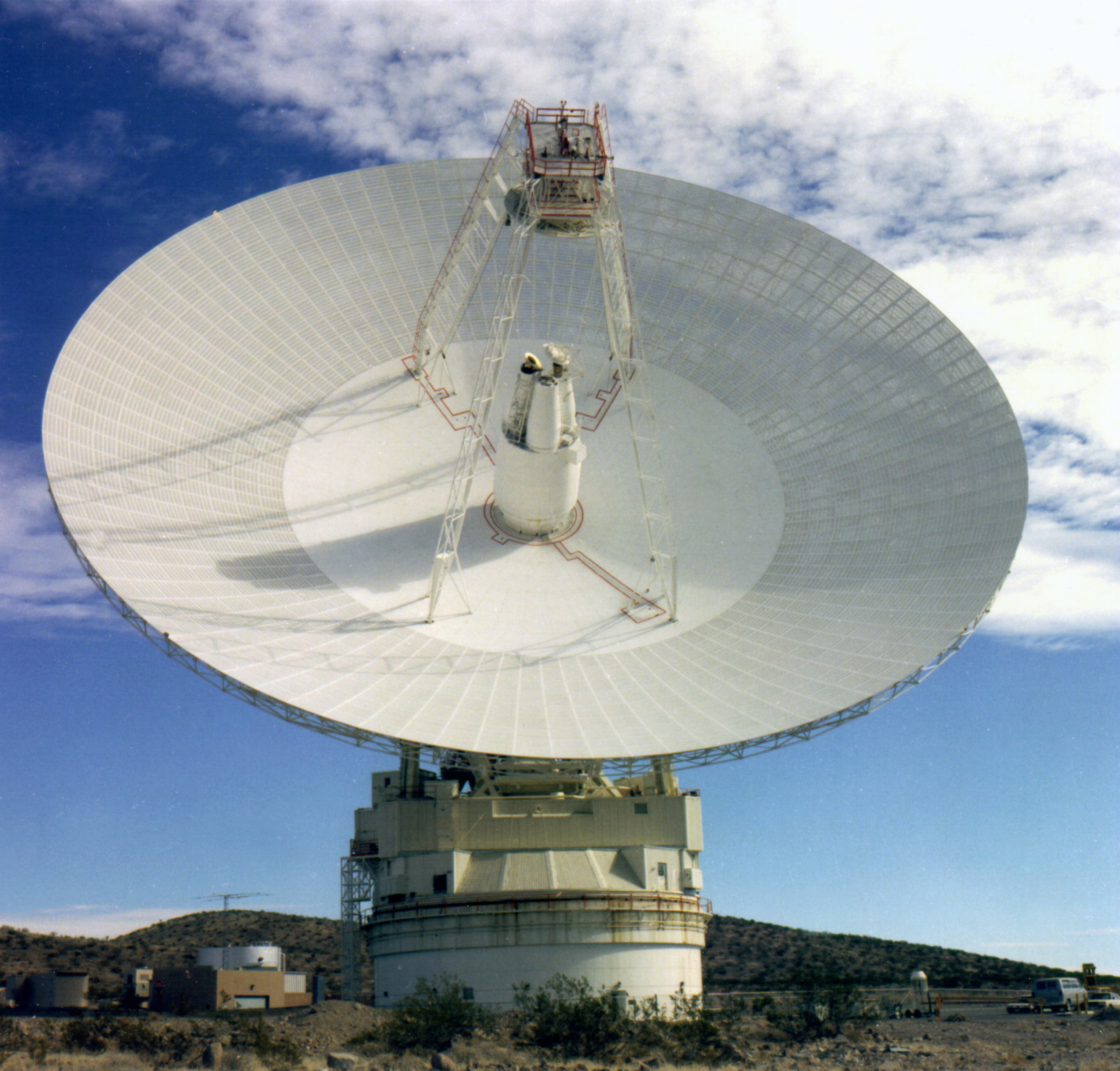 Space in Images - 2008 - 06 - NASA's Goldstone 70m antenna