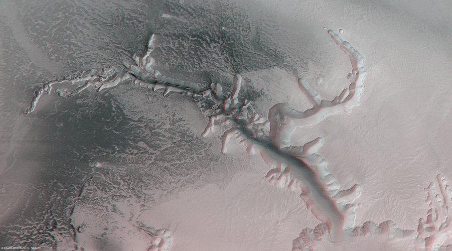 Echus Chasma in 3-D
