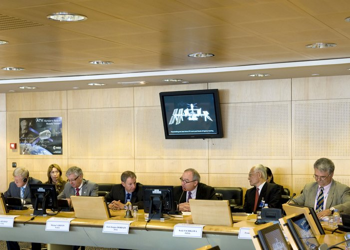 ESA Director General J.-J. Dordain addresses the Heads of ISS Agencies meeting in Paris