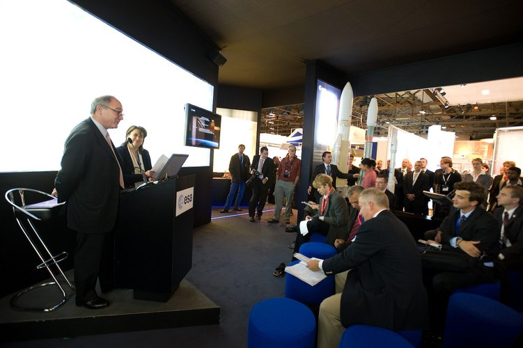 ATV press briefing at IAC 2008 with ESA's Jean-Jacques Dordain and Simonetta Di Pippo