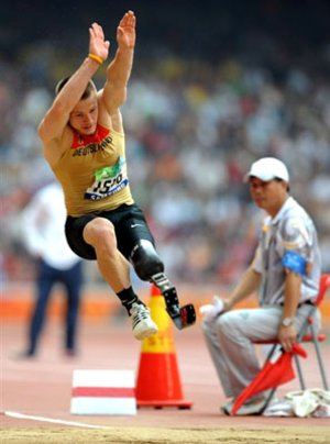 Wojtek Czyz wins long jump at Paralympics 2008