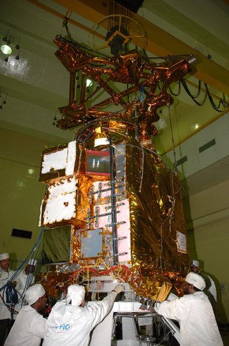 Chandrayaan-1 is prepared for the thermo-vacuum tests