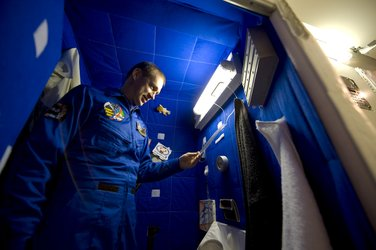 ESA astronaut Frank De Winne inspects the Space Station bedroom mock-up at EAC