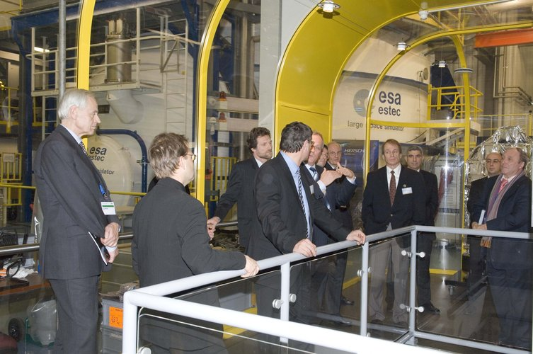Ministerial Council delegates, visiting Noordwijk, are briefed on the Large Space Simulator in ESTEC's Test Centre