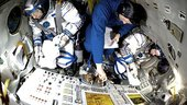 De Winne and crew train in the Soyuz simulator