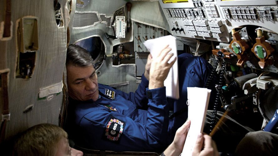 Paolo Nespoli trains in the Soyuz simulator at Star City