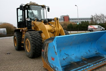 Caterpillar front wheel loader equipped with EstrellaSat technology