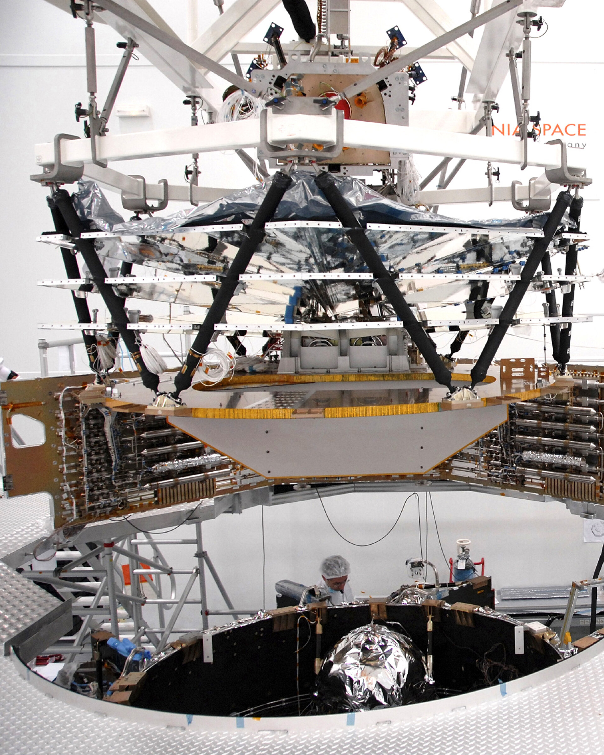 Mating of Planck's service and payload modules