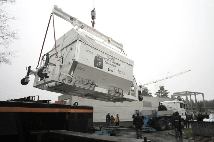 Planck container moved onto the truck