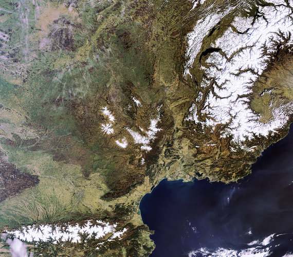 A cloud-free southern Europe captured by Envisat