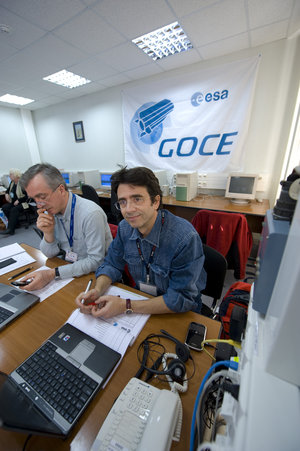 D. Muzi (R) and A. Allasio in ESA project room at Plesetsk, 13 March 2009