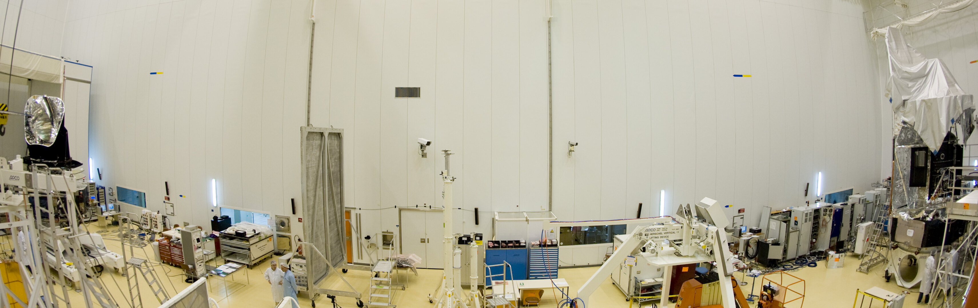 Fish-eye view of Herschel and Planck in a clean room at launch site