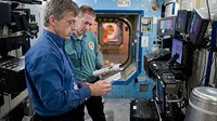 De Winne and Thirsk participate in ECLSS training at JSC