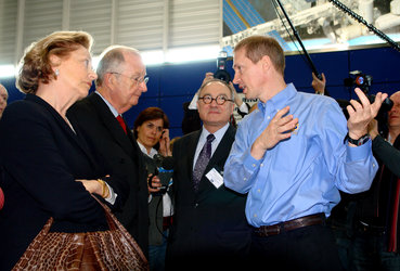 Jean-Jacques Dordain and Frank De Winne with Albert II King of the Belgians and the Queen Paola