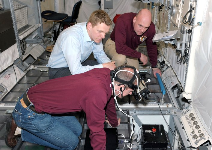 Columbus specialist level training at EAC for ESA astronauts De Winne and Kuipers