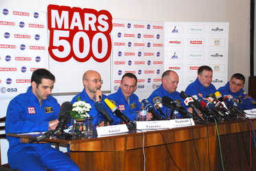 Crew for 105-day Mars500 study talk to the press before entering the isolation facility