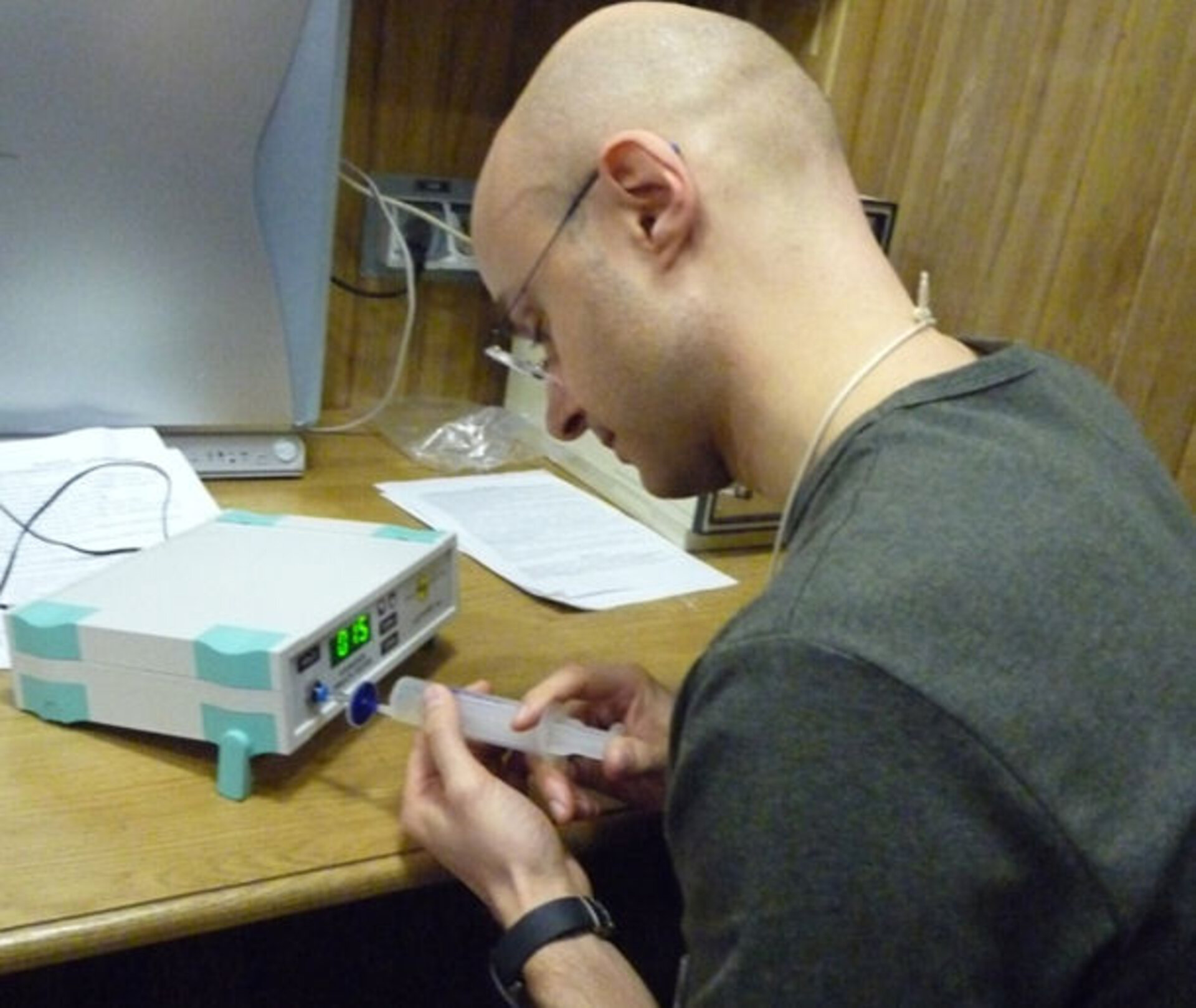 Cyrille analyses the hydrogen content of his breath for one of the experiments