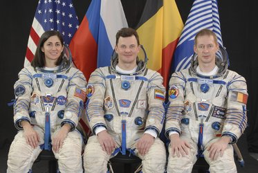 Frank De Winne with fellow ISS Expedition 20/21 crewmembers Nicole Stott and Roman Romanenko