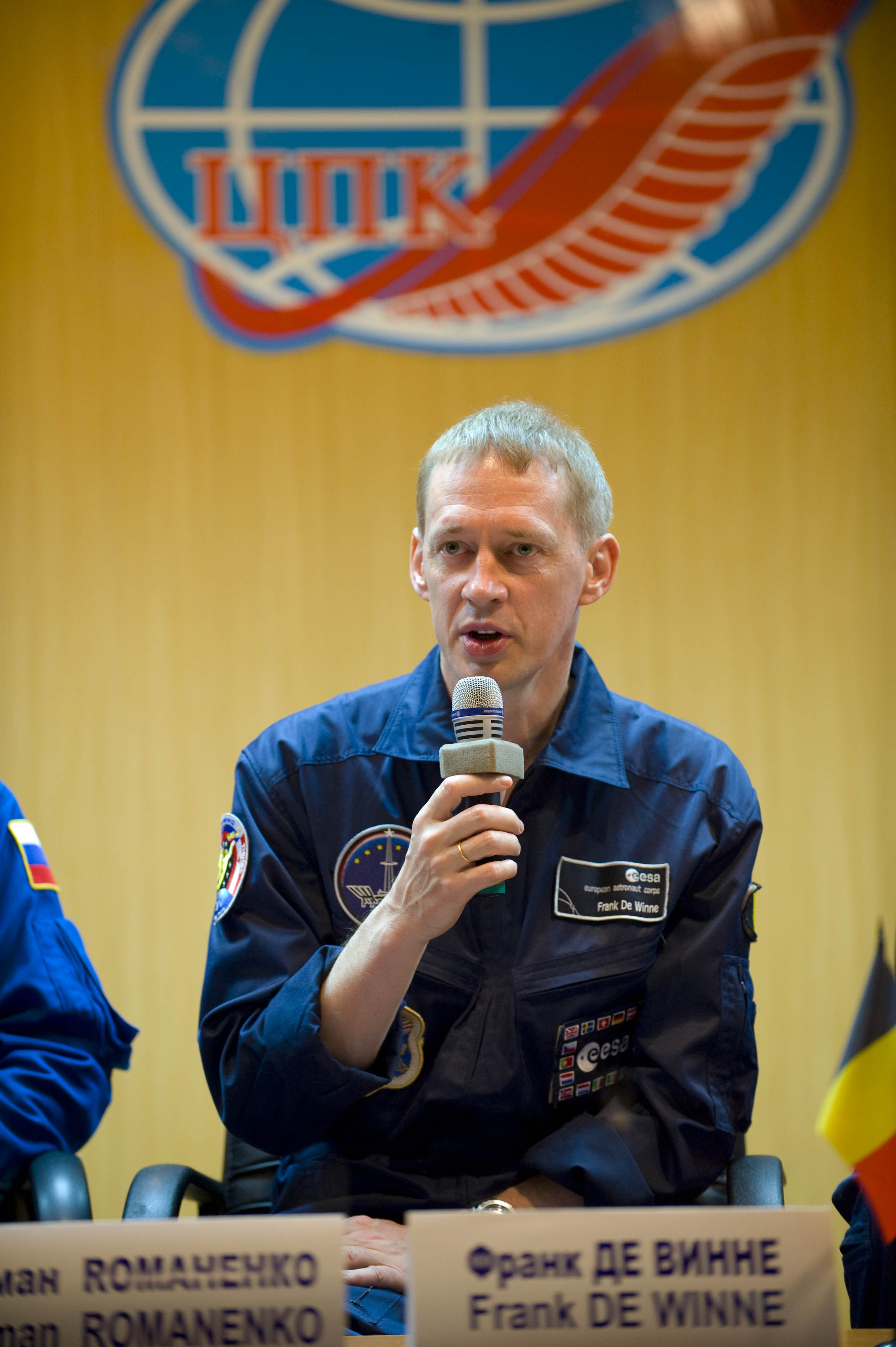 astronaut answers questions in space - photo #23