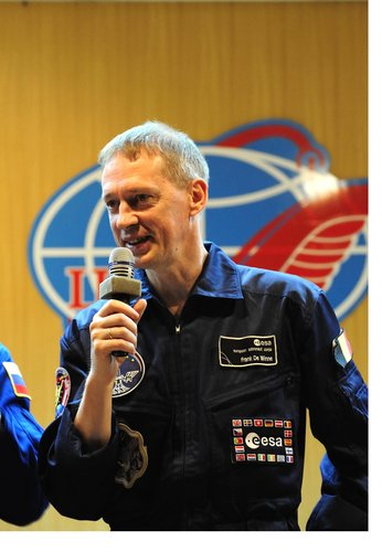 ESA astronaut Frank De Winne answers questions at the pre-launch press conference