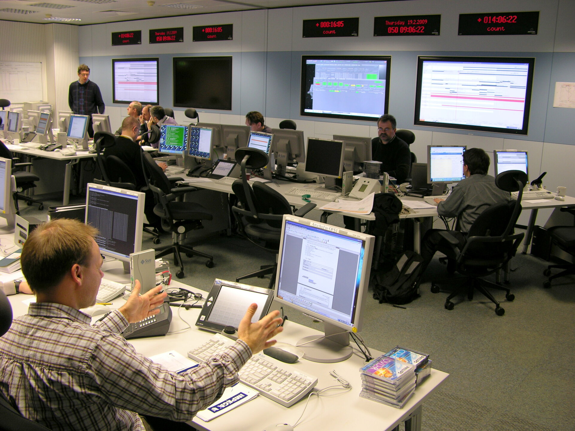 Intense activity in ESA's Flight Dynamics Room prior to Herschel-Planck launch