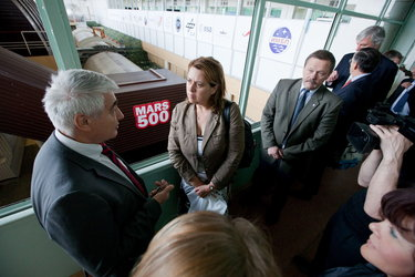 Simonetta Di Pippo is briefed during her visit to the Mars500 facility at IBMP in Moscow, Russia