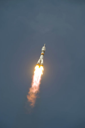 The Soyuz TMA-15 launches from the Baikonur Cosmodrome in Kazakhstan at 12:34 CEST on 27 May 2009