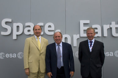 Christian Breant, Michel Courtois and Paul Weissenberg visit the ESA Pavilion