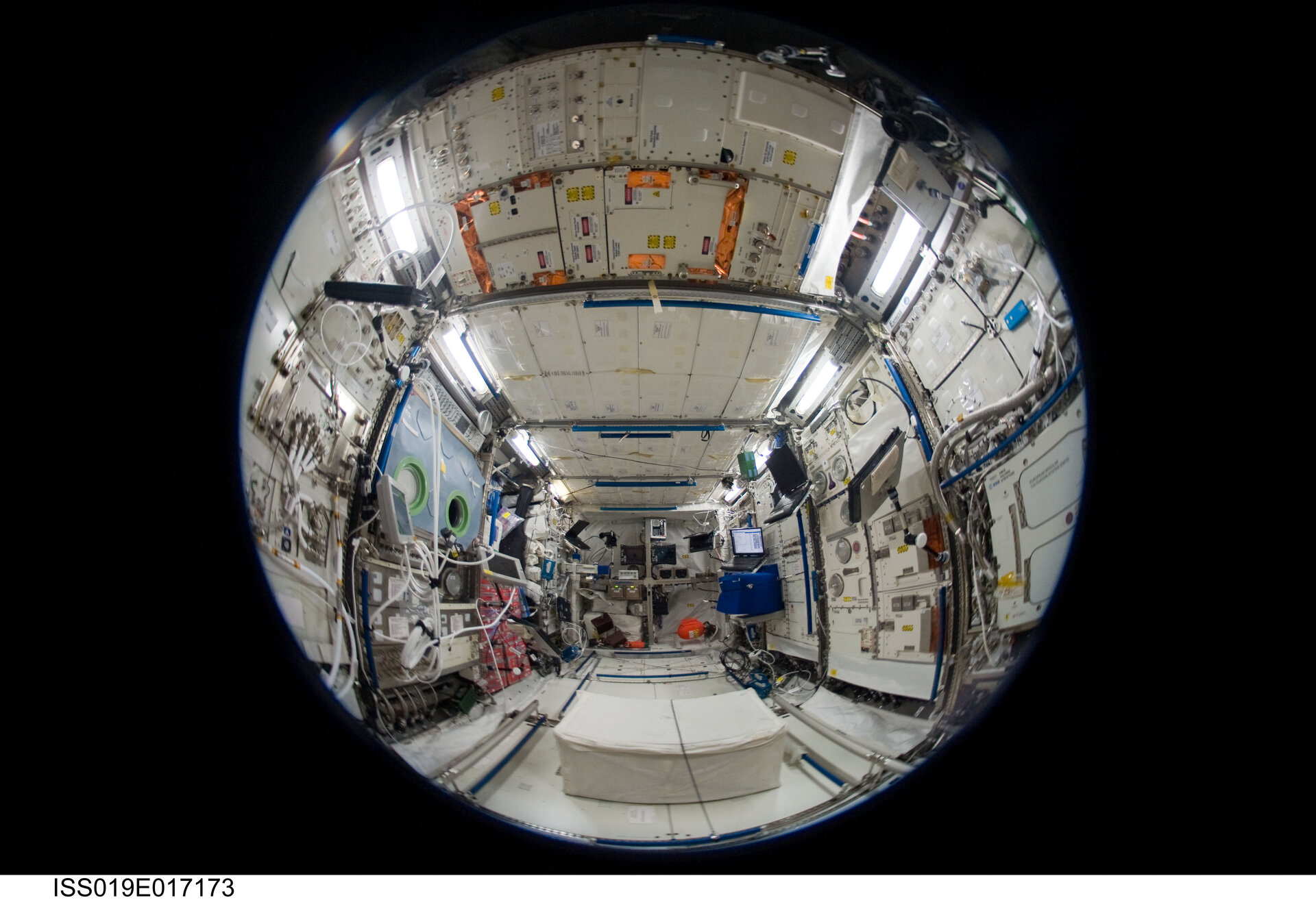 Fisheye-Sicht in das Columbus-Laboratorium