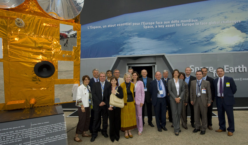 Heads of communication of ESA Member State space agencies visit the ESA Pavilion