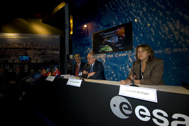 Jean-Jacques Dordain and Simonetta Di Pippo at Le Bourget during the Human Spaceflight and Exploration in Europe conference