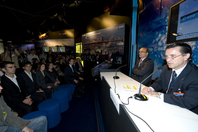 Jean-Pierre Haigneré and Fernando Doblas announce the results of the third edition of the Student Aerospace Challenge