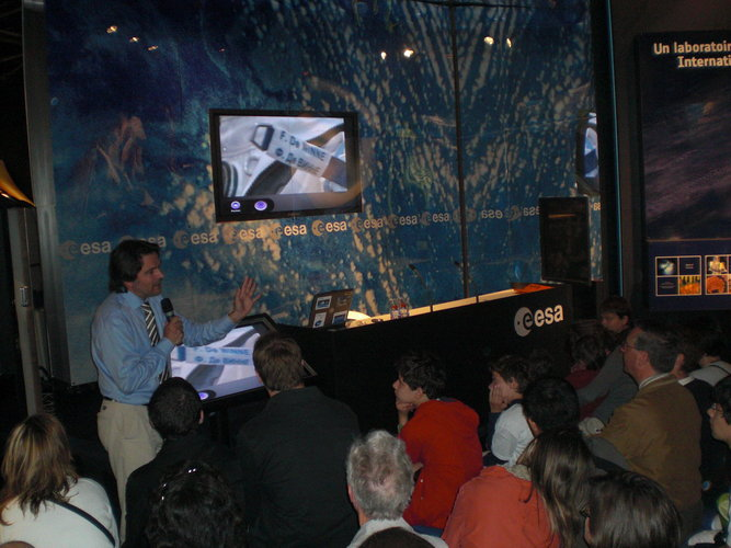 Massimo Sabbatini presents 'Europe and the ISS, the ATV and its evolution' to the public