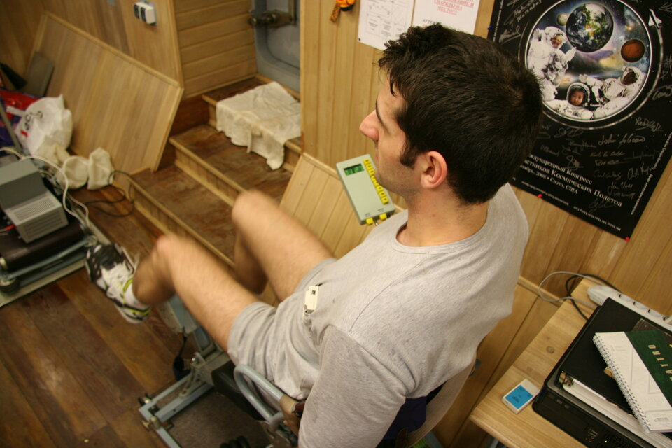 Oliver exercising on the bicycle ergometer