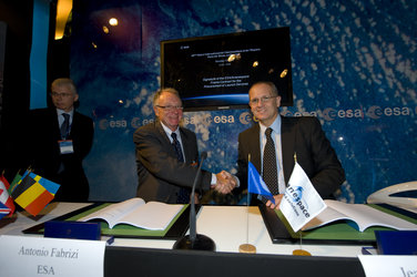 Signature of the ESA/Arianespace Frame Contract for the Procurement of Launch Services