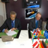Signature of the IXV contract between ESA/Thales Alenia Space
