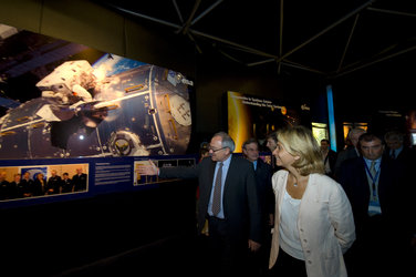 Valérie Pécresse and Jean-Jacques Dordain visit the ESA Pavilion
