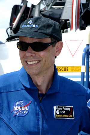 Christer Fuglesang arrives at KSC for final preflight training