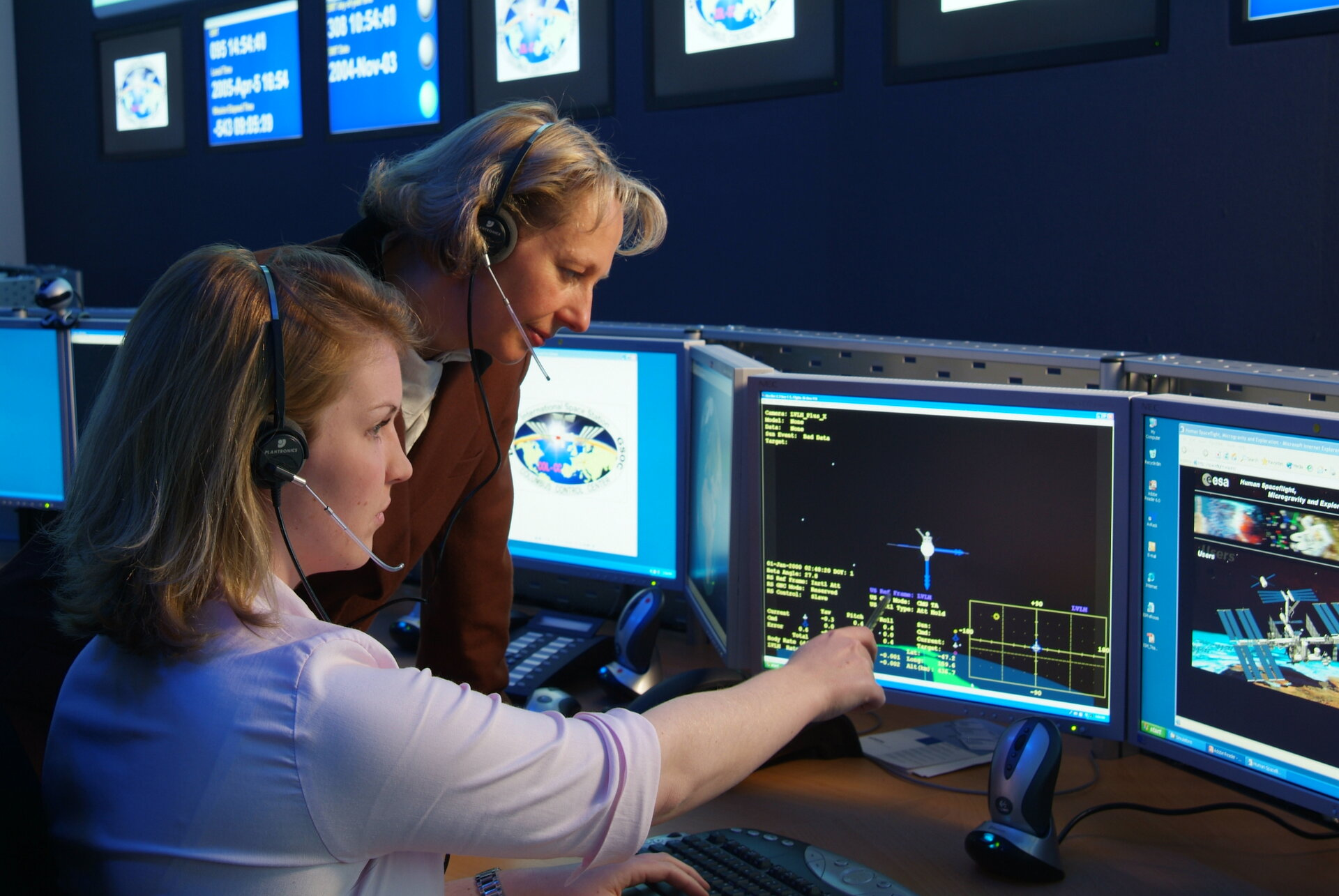 ESA Flight Directors work alongside DLR and industrial team mission controllers