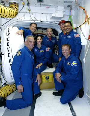 STS-128 crew with Space Shuttle Discovery during final preflight training at KSC