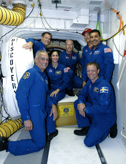 space shuttle discovery crew - photo #39