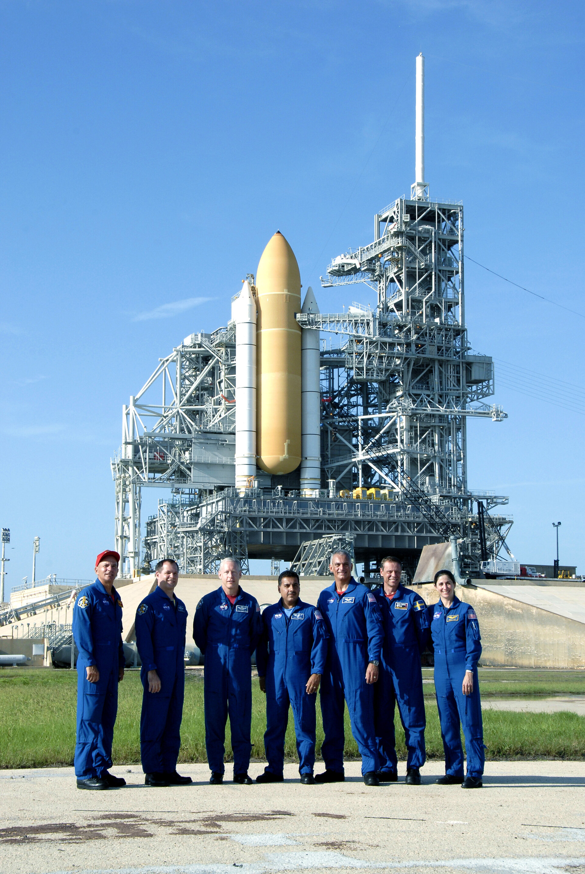 STS-128 following media interview during preflight training at KSC