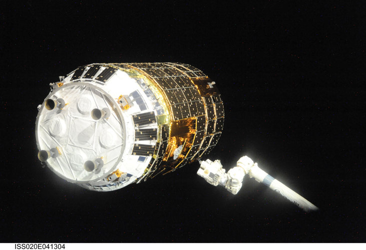 Canadarm2 prepares to grapple the Japanese H-II Transfer Vehicle