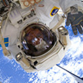 Fuglesang participates in the third STS-128 spacewalk