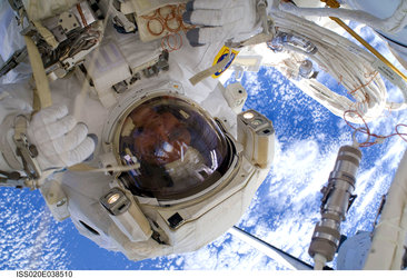 Christer Fuglesang participates in the third STS-128 spacewalk