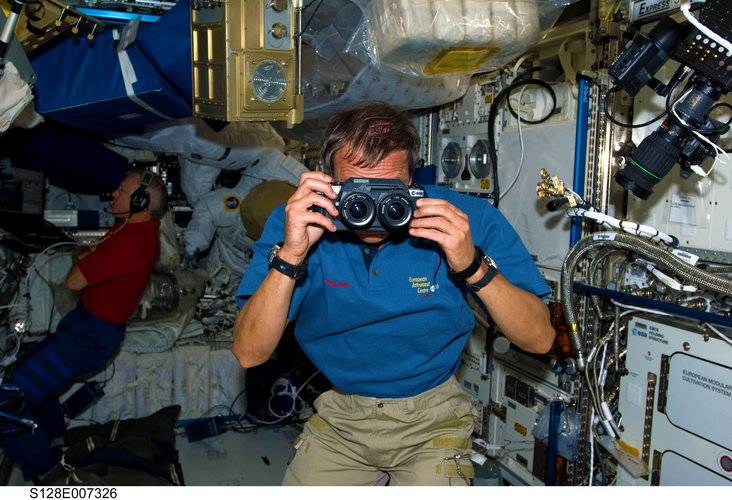 Christer Fuglesang uses a three-dimensional still camera on the ISS