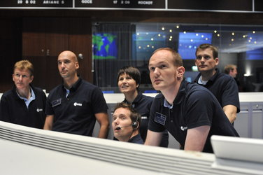 ESA astronauts take part in simulation familiarization training with the CryoSat-2 team at ESOC