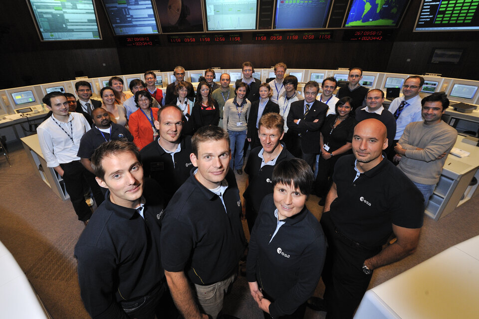 ESA astronauts with the CryoSat-2 Mission Control Team at ESOC