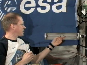 Frank De Winne demonstrates the experiment from the ISS