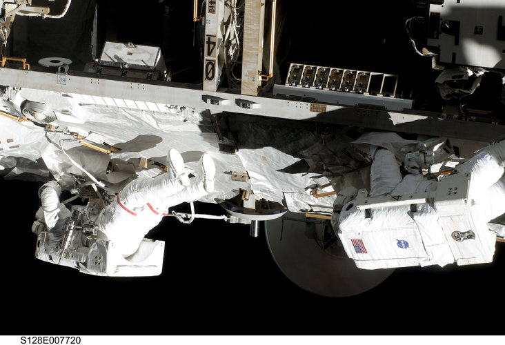 Fuglesang and Olivas participate in the third STS-128 spacewalk outside the ISS